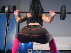 Post Workout Rubdown Featuring Katrina Hollow out - Brazzers HD